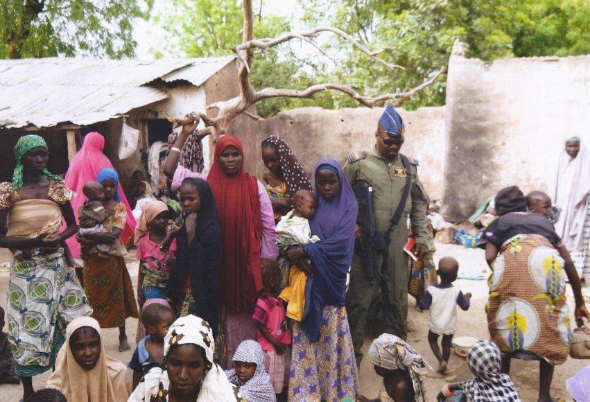 Nigerijos kariai išlaisvino pagrobtus žmones.