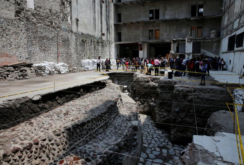 Meksike rasta senovinė actekų šventykla ir aikštė žaidimui kamuoliu