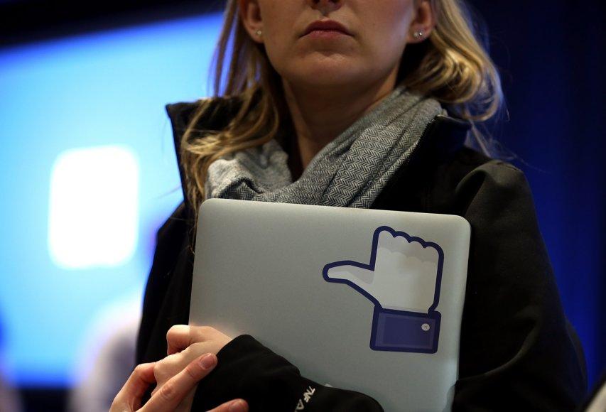 """""""Facebook"""" reklamos tikslais naudos duomenis apie """"Patinka"""" paspaudimus"""