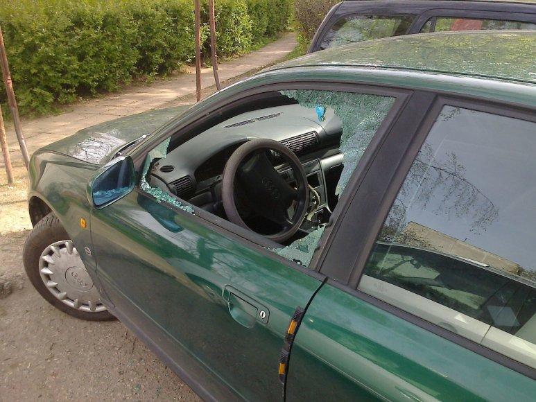 Po nakties apvogtas ir apgadintas automobilis
