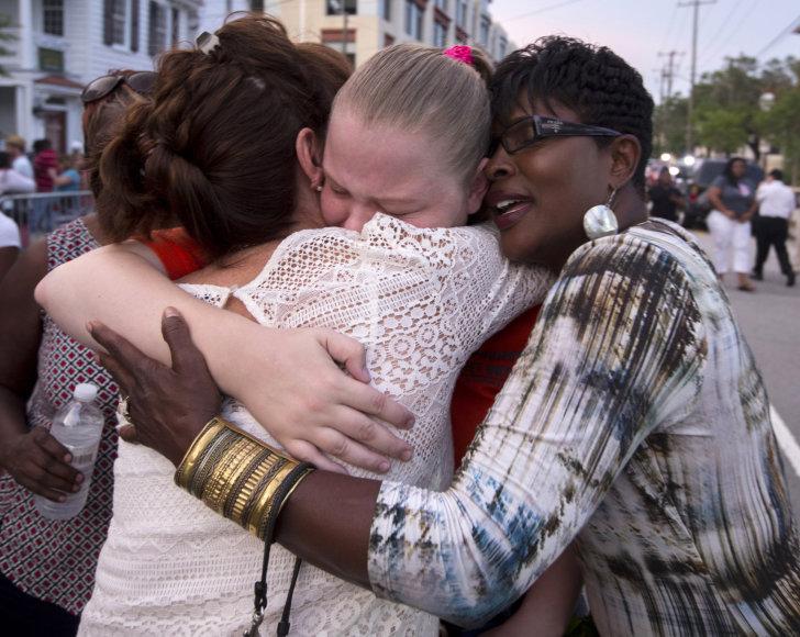 Čarlstonas gedi rasistinio išpuolio bažnyčioje aukų