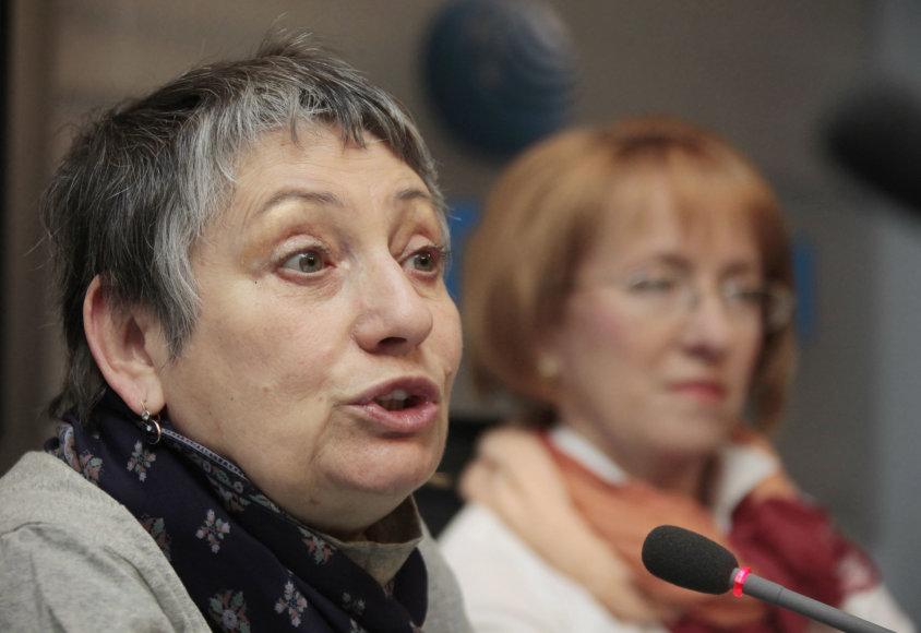 Liudmila Ulickaja (kairėje)