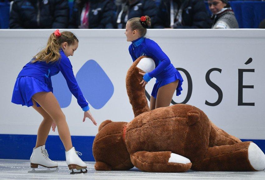 Ana Pogorylaja iš gerbėjų gavo milžinišką meškiną