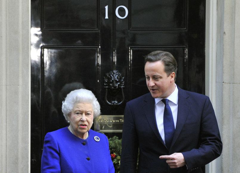 Davidas Cameronas ir karalienė Elizabeth II