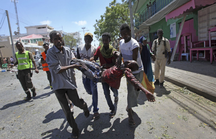 Mogadišu prie viešbučio buvo susprogdintas automobilis