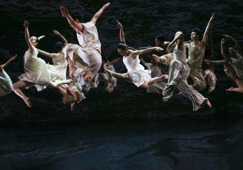 "Liu Chen-hsiang nuotr./""Cloud Gate"" šokio teatras, spektaklis ""Baltas vanduo"""