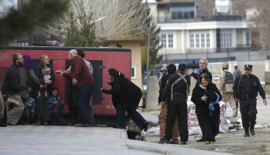 Kabule evakuojami žmonės