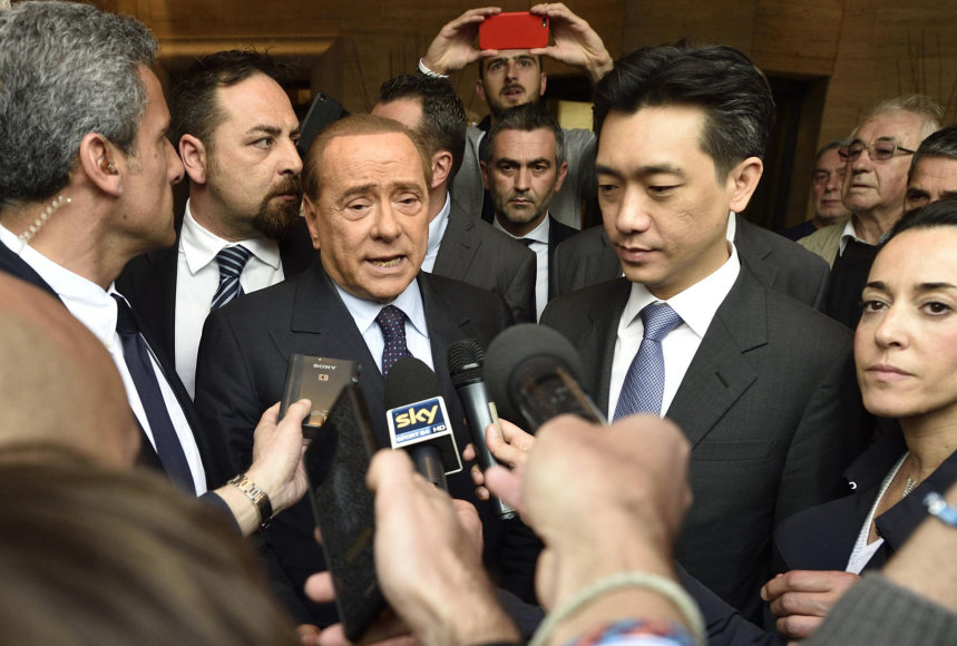 Bee Taechaubolas ir Silvio Berlusconi