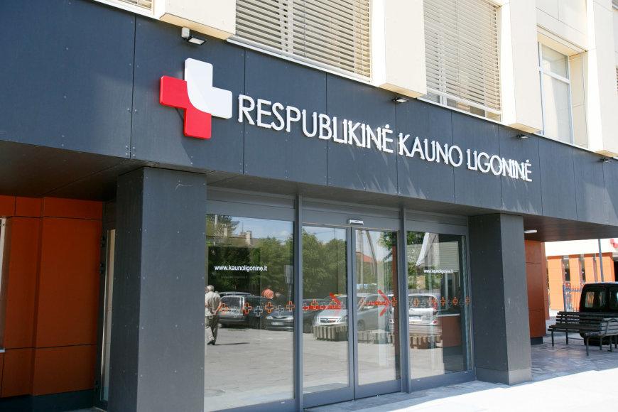 Eriko Ovčarenko / 15min nuotr./Stovėjimas prie Respublikinės Kauno ligoninės