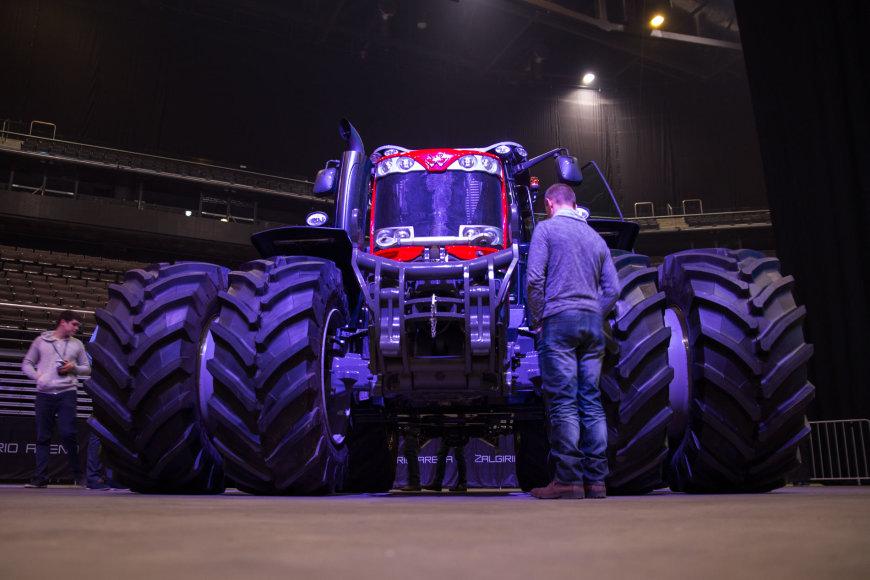 """""""Žalgirio"""" arenoje surengtas vakaro šou """"X-traktorius"""""""