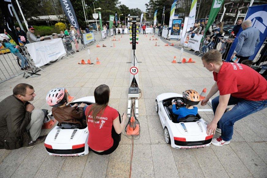 Vaikų elektromobilių lenktynės