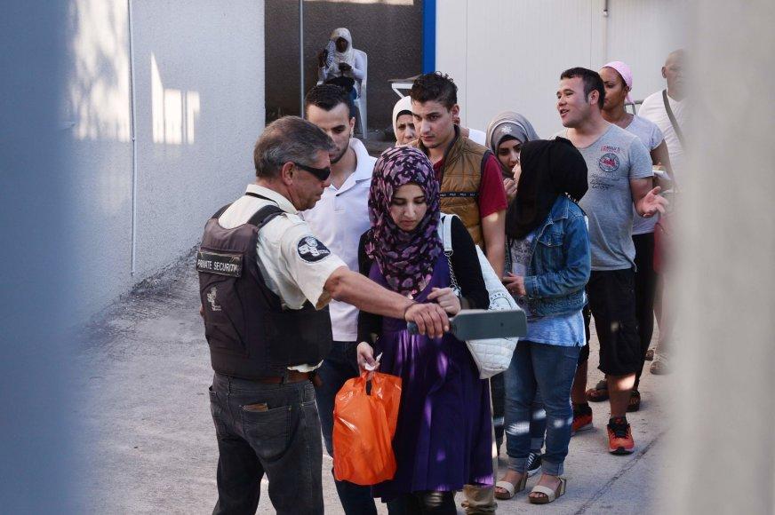 Kitos ES šalys vangiai priima pabėgėlius iš Graikijos ir Italijos, nors tai padaryti yra įsipareigojusios