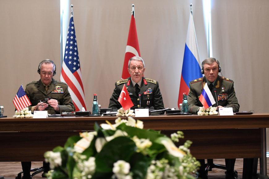 Joe Dunfordas, Hulusi Akaras ir Valerijus Gerasimovas (iš kairės)