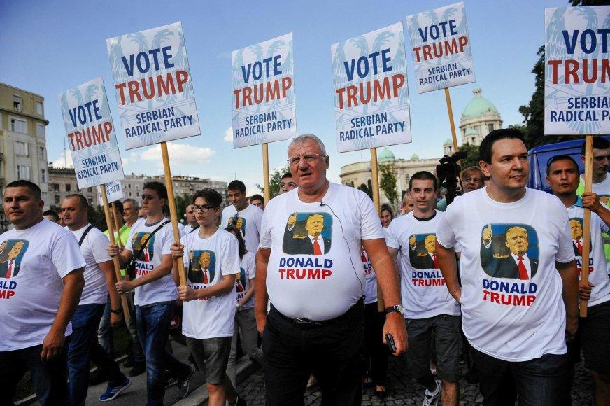 Serbai ultranacionalistai Belgrade taip pasitiko Joe Bideną