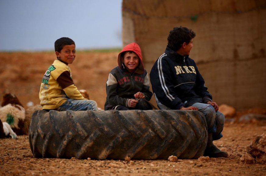 Namų netekę vaikai Sirijos šiaurėje