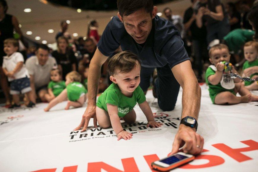 Niujorke surengtos tradicinės kūdikių lenktynės