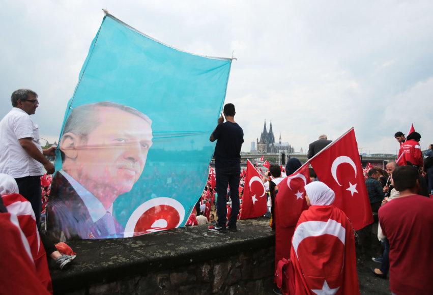 R.T.Erdogano palaikymo mitingas Kelne