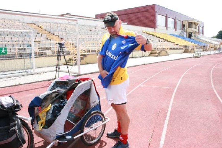 Norvegas Bjorn Heidenstorm keliaudamas dviračiu ketina apkeliauti pusšimtį šalių.