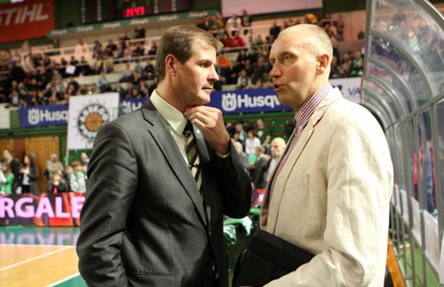 Rimas Kurtinaitis ir Gintaras Krapikas  laukia varžybų pradžios