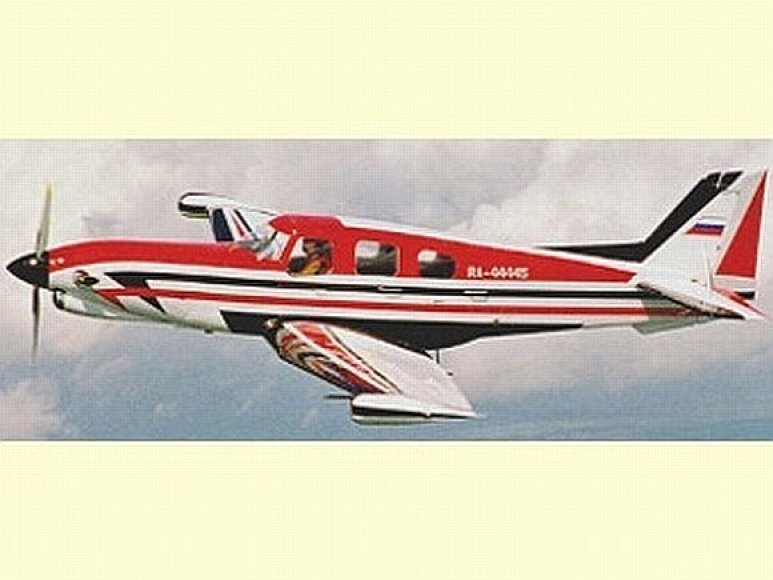 Lėktuvas CM 2000