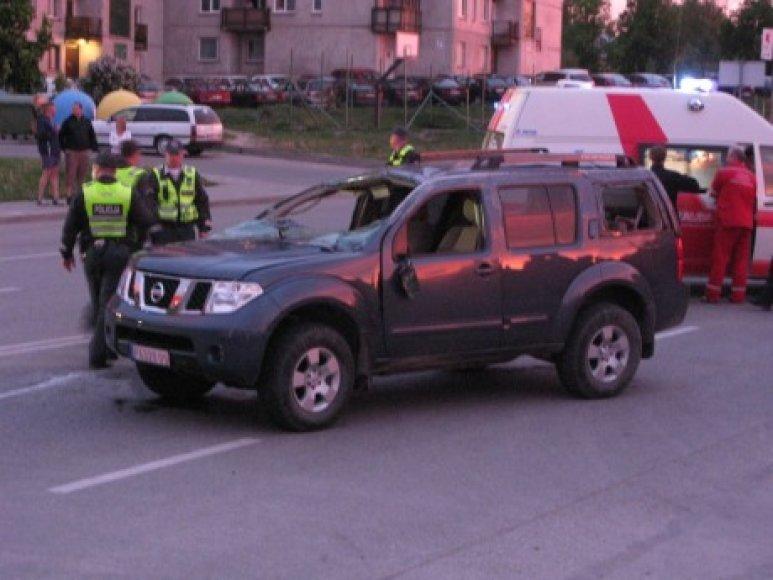 Visureigis Nissan patyrė avariją