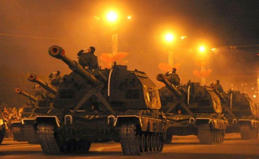 Karinio parado repeticija Minske šventės išvakarėse