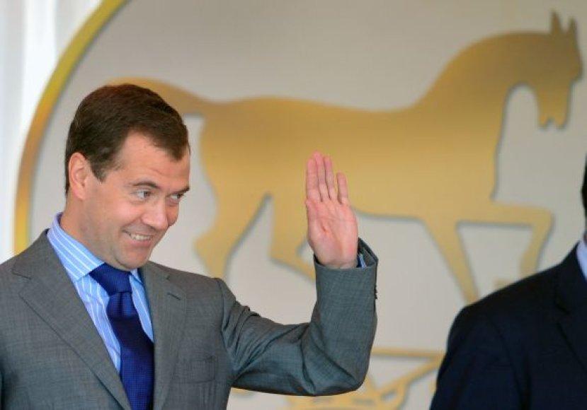 D.Medvedevas žirgų lenktynėse