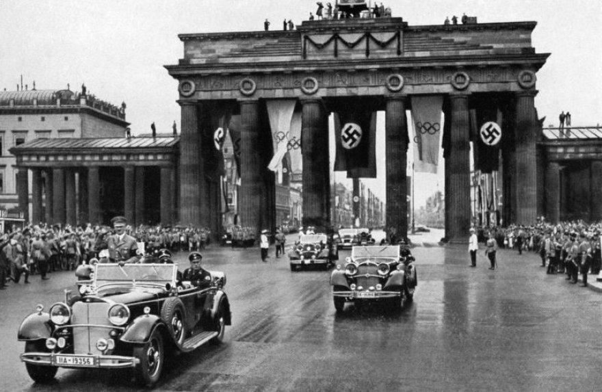 Hitleris 1936 m. Berlyne, Olimpiniame parade (pirmasis automobilis)