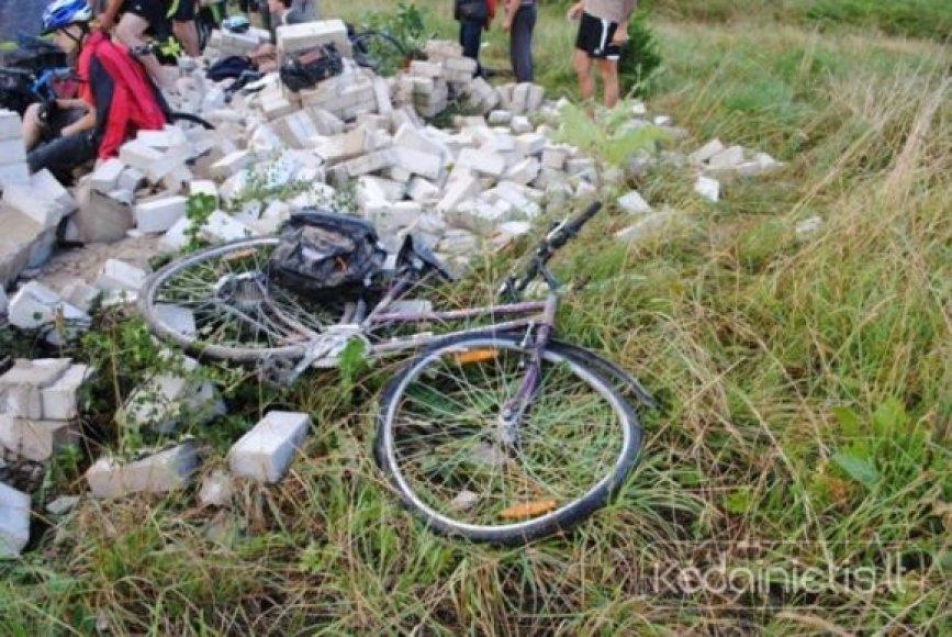 Kauno rajone konstrukcijos prispaudė 20 dviratininkų