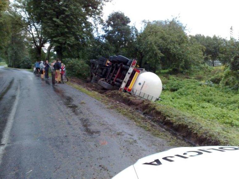 Lenkų pienovežio avarija Pagėgiuose