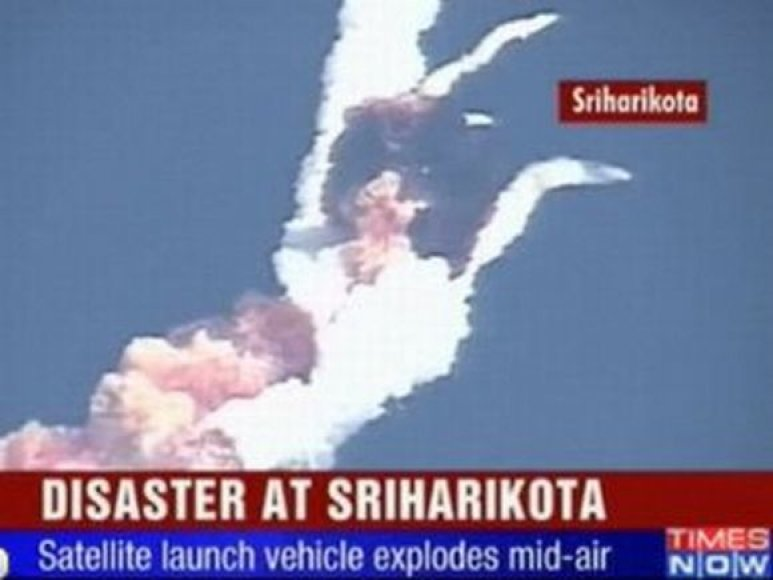 Ore sprogo Indijos raketa-nešėja