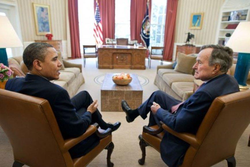 Barackas Obama ir George'as W.Bushas