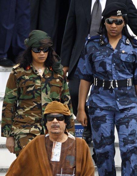 M.Kadhafi moterys-smogikės