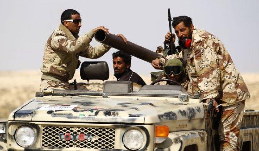 Sukilėlių pajėgos sunkiai atremia Kadhafi kariuomenės spaudimą