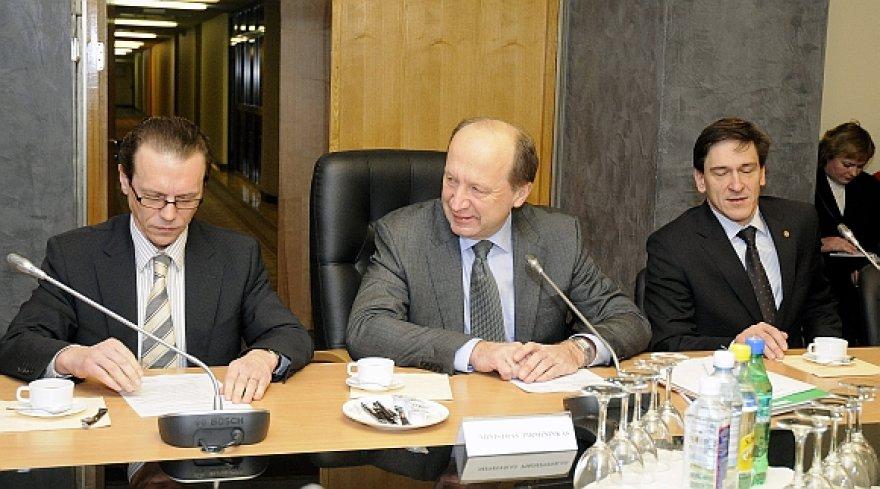 Andrius Kubilius ir jo ministrai teigia, kad naujos ministerijos steigimas nieko nekainuos.
