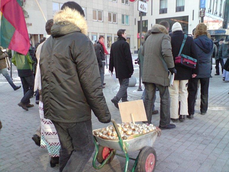 """""""Fronto"""" partijos auksinių svogūnų akcija"""