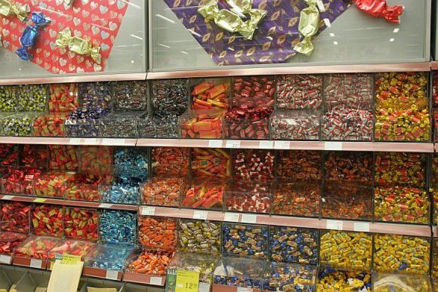 Svaigintis galima ir saldainiais.