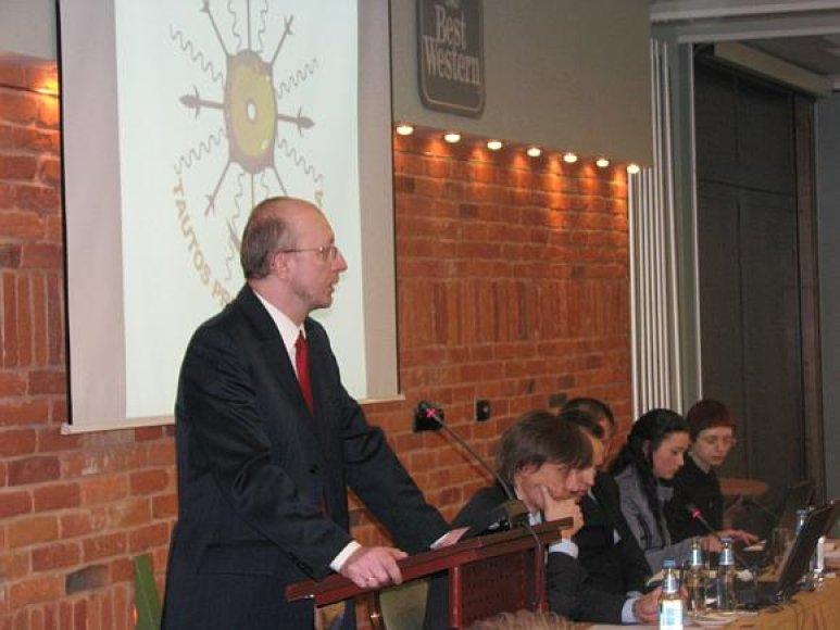 Arūnas Valinskas perrinktas partijos pirmininku.