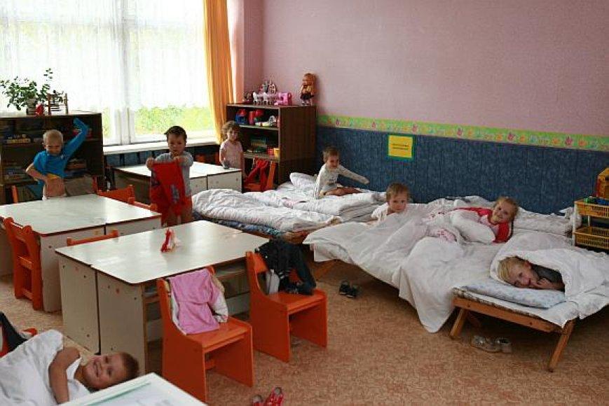 Mažųjų klaipėdiečių tėvai baiminasi, kad vasarą darželiai gali neveikti du mėnesius.