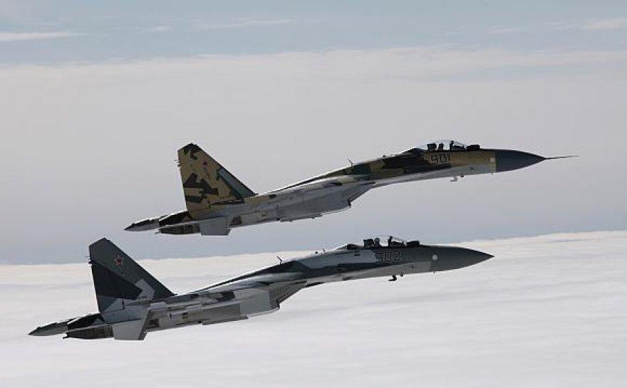 "Du ""Su-35"" prototipai skrydyje."