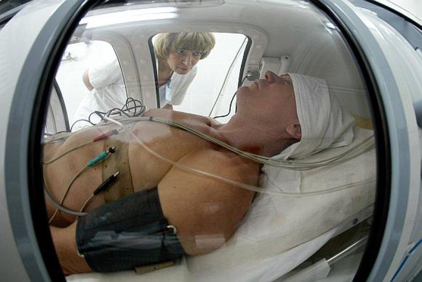 Sužeistas Ukrainos šachtininkas slėgio kameroje