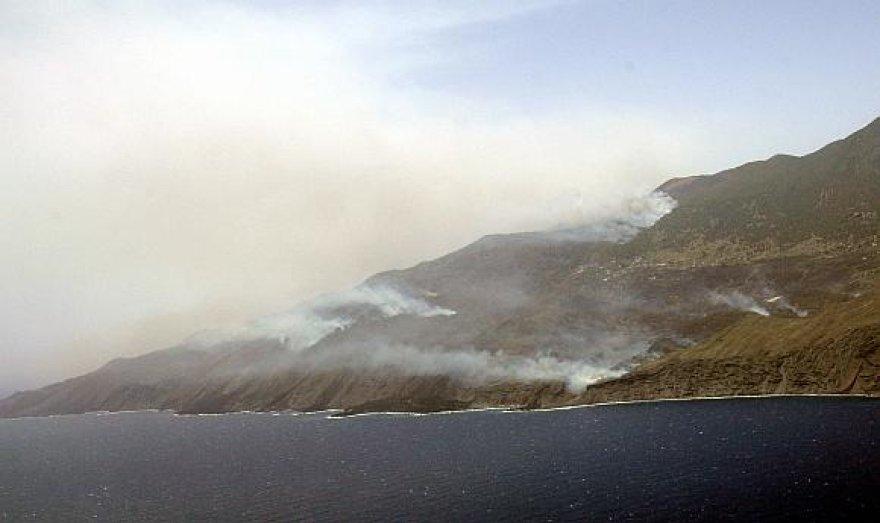 La Palmos saloje siaučia daugybė gaisrų.