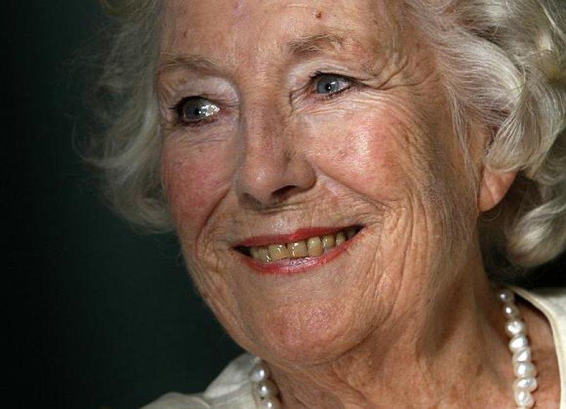 92-eju Vera Lynn vėl sulaukė pasaulinės šlovės.