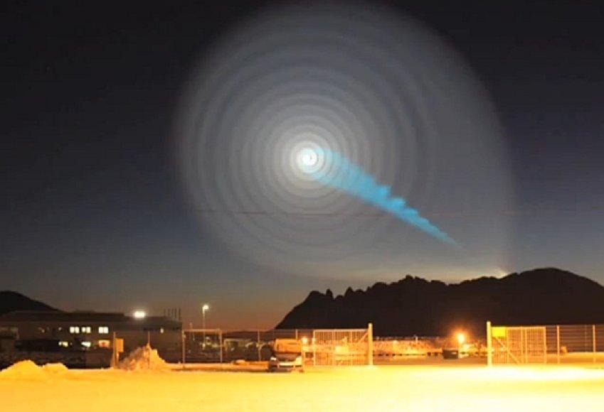 """Paslaptinga šviečianti spiralė virš Norvegijos – raketos """"Bulava"""" avarijos pasekmė."""