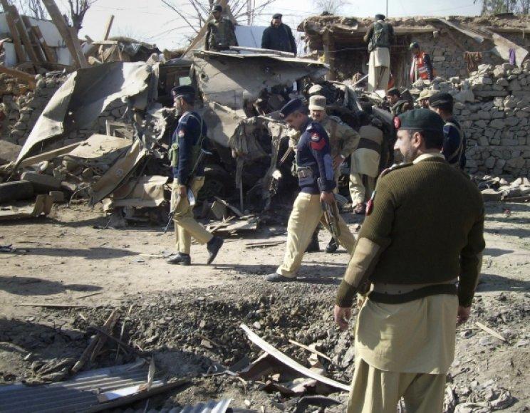 Per sprogimą sugriuvo mokykla.