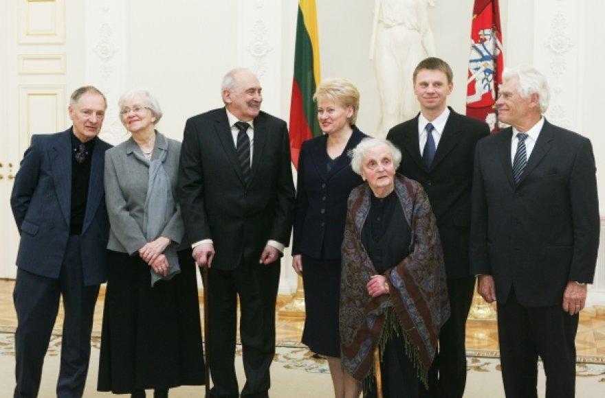 Prezidentė Dalia Grybauskaitė su 2009 metų Nacionalinių kultūros ir meno premijų laureatais
