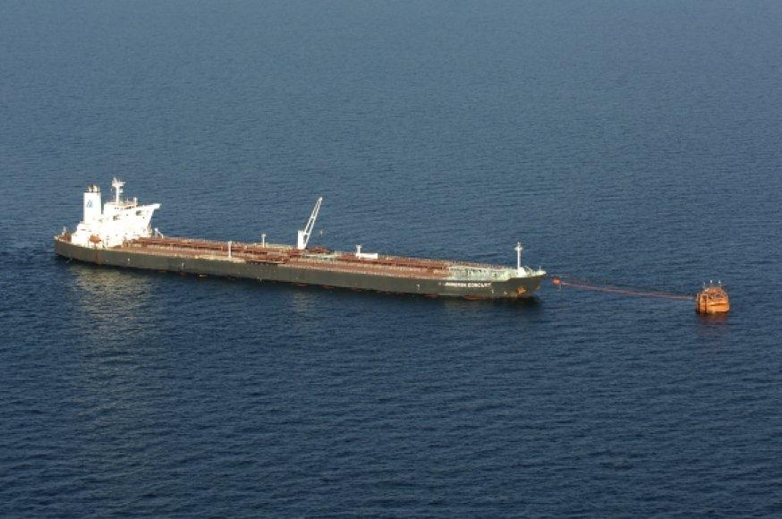 Tanklaivis prie terminalo