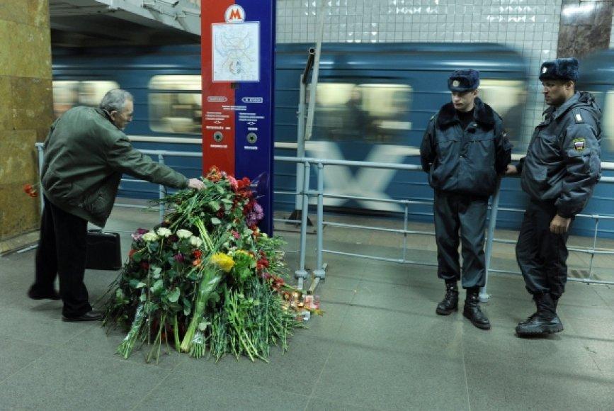 Grėsmingų užrašų šiurpinami maskviečiai dar nespėjo atsigauti po kovo 29-osios išpuolių metro.