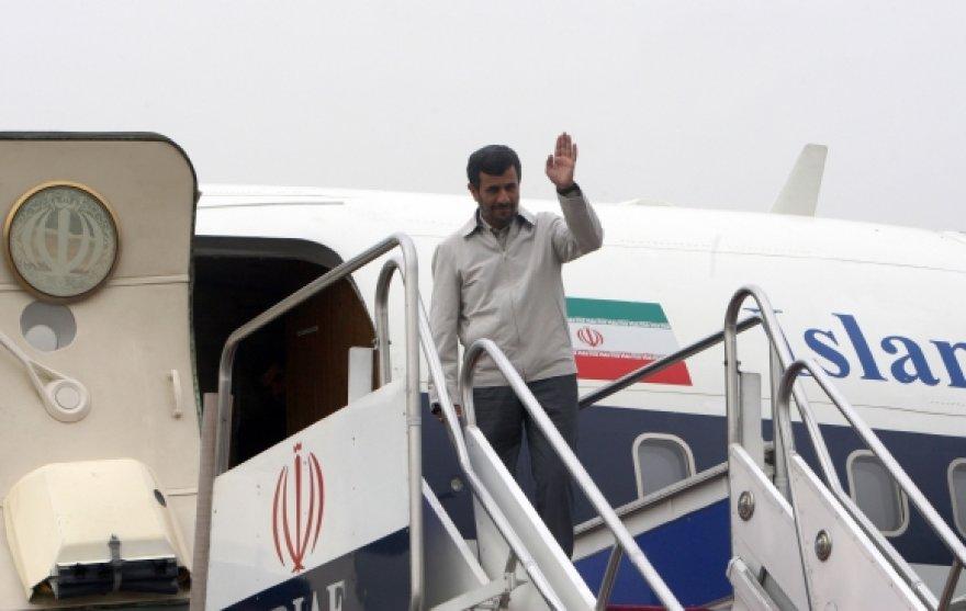 Mahmoudas Ahmadinejadas atsisveikina išvykdamas į JAV.