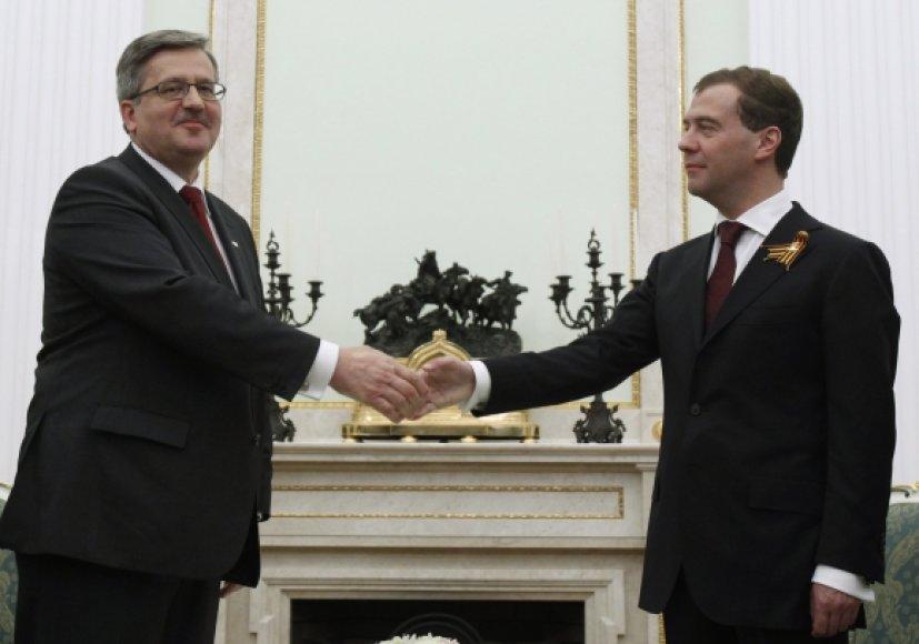 Bronislawas Komorowskis Katynėje apsilankė po susitikimo su Dmitrijumi Medvedevu.